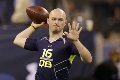 Connor Shaw, Tajh Boyd yards apart, this time in shopping mall
