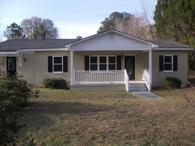 546 Society Road — Comfortable, updated ranch in McClellanville shrimping village offered as rental