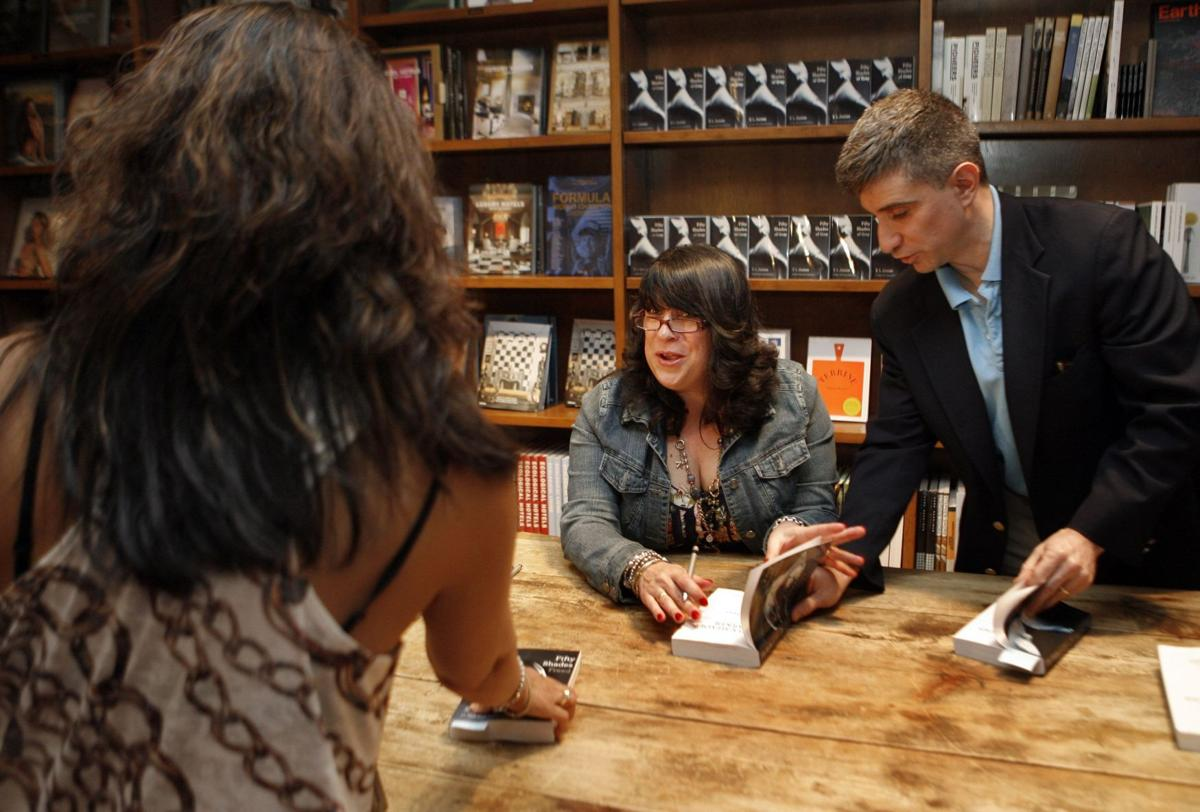 'Shades of Grey' author draws diverse crowd