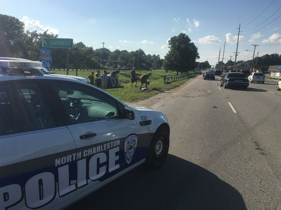 Westbound lane of Rivers Avenue closed due to wreck in North Charleston