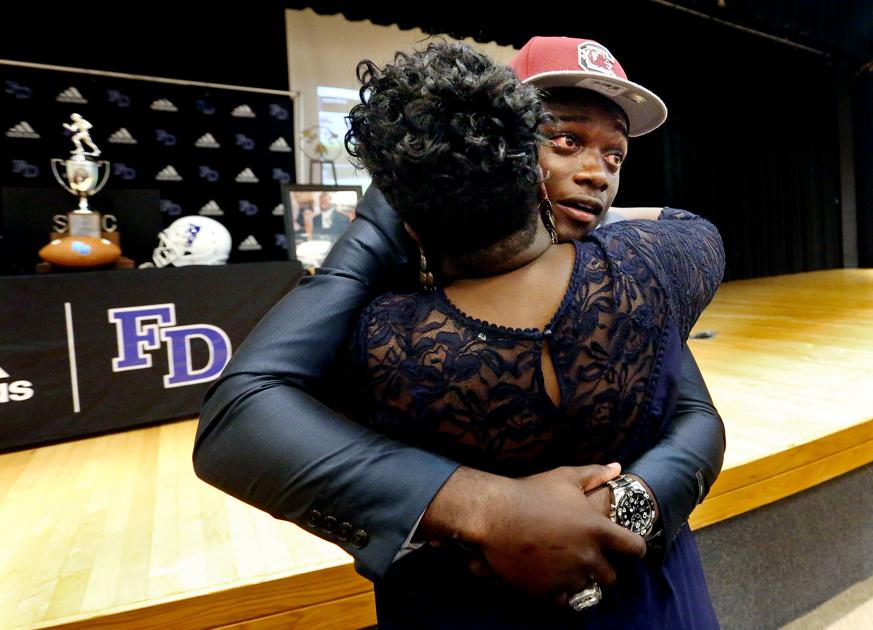 Fort Dorchester Quarterback Dakereon Joyner Commits To South Carolina Gamecocks Sports Postandcourier Com