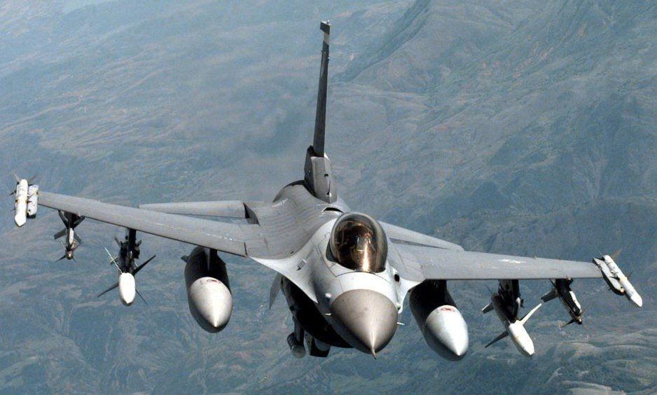 F-16 in flight (copy) (copy)