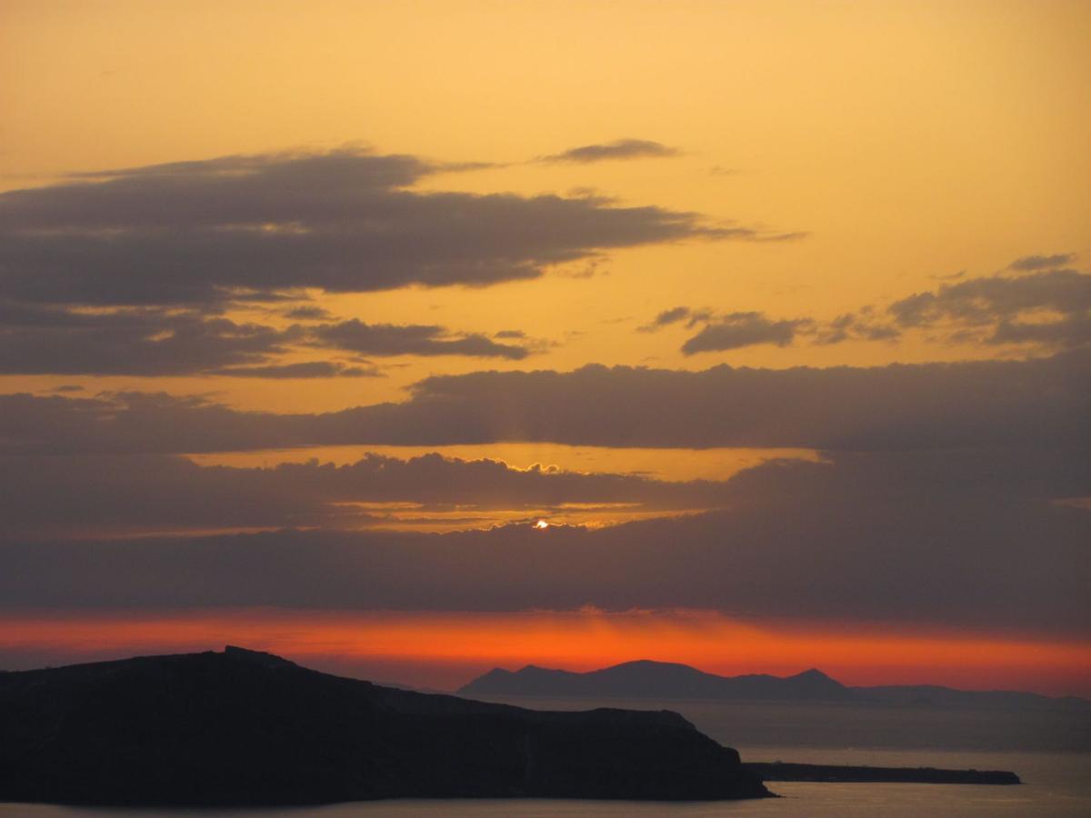 The splendors of Santorini celebrate both old and new