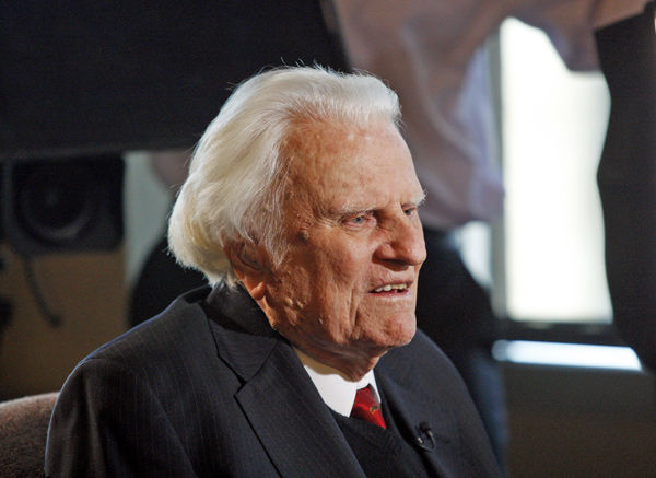 Evangelist Billy Graham, 92, hospitalized with pneumonia