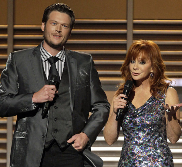PEOPLE: Shelton, McEntire to host music awards