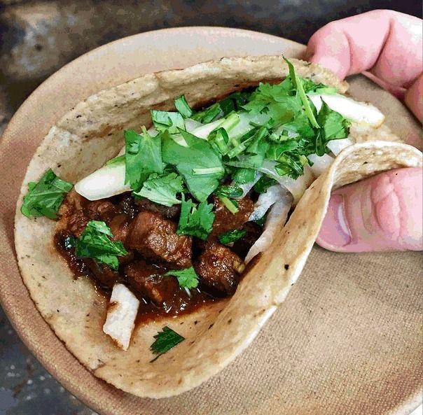 Raskin Around: Tongue tacos at Minero, chicken wing etiquette