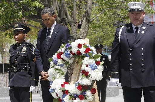 Obama pays respects at ground zero