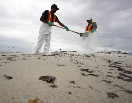 As spill worsens, aid sits idle