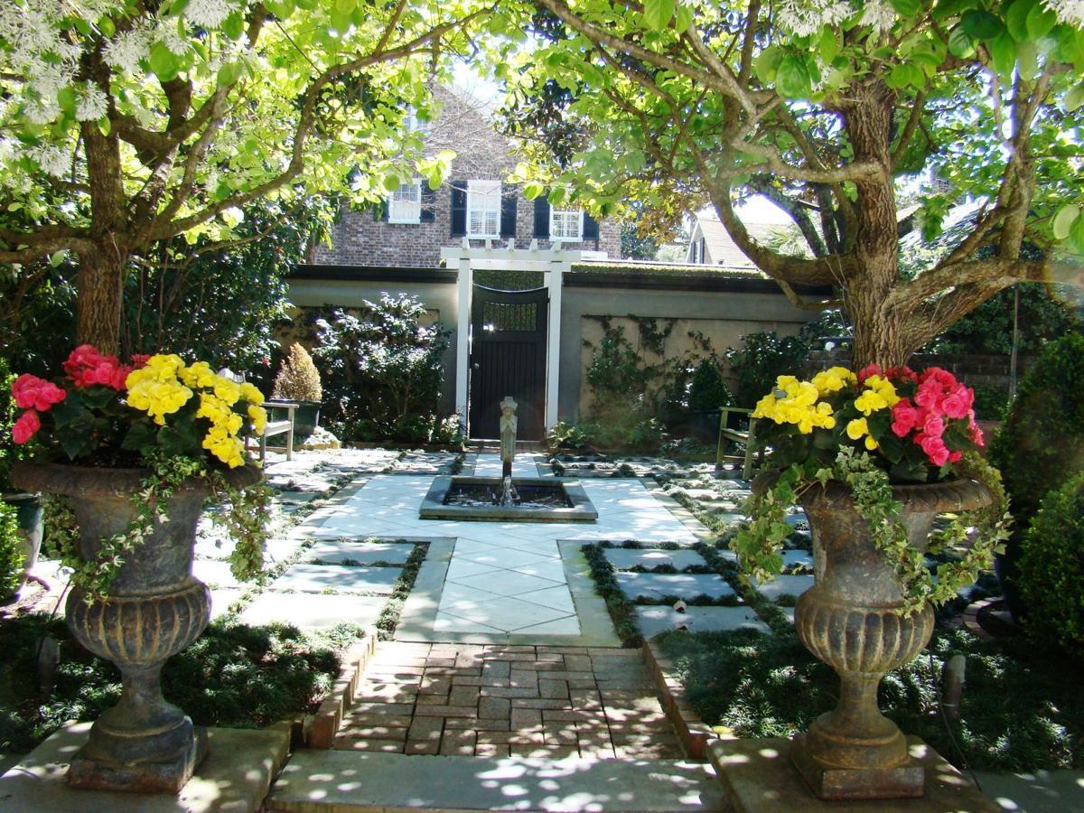 Garden Club Of Charleston Tour 2017 19 Tradd Street