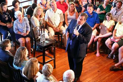 U.S. presidential candidate Christie brings his message to Mount Pleasant