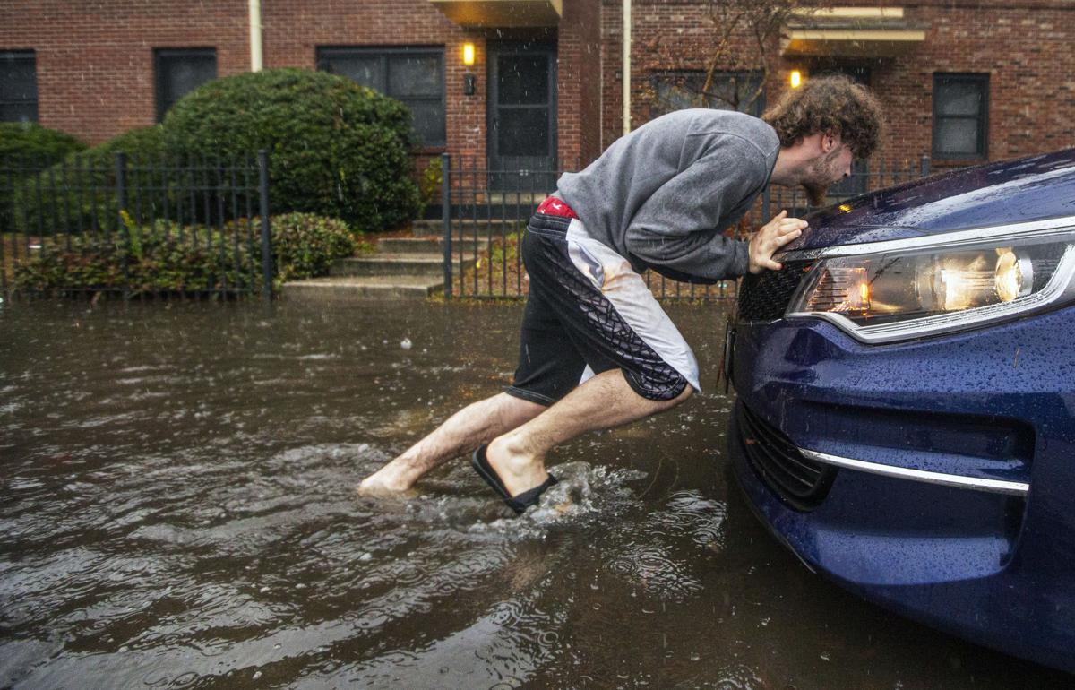 flood pushing car pc-012620-ne-charlestoncarbon