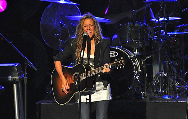 Sheryl Crow bonds with, enthralls her fans