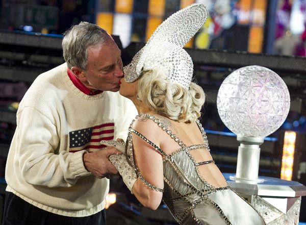 PEOPLE: NYC Mayor Bloomberg says girlfriend's kiss better than Lady Gaga's