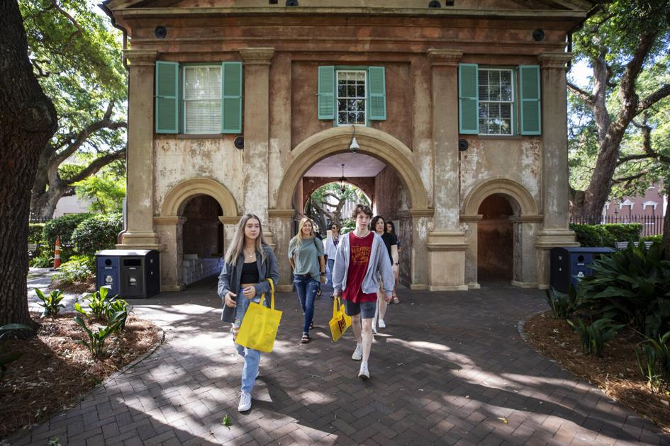 SC college freshmen find connections on Facebook, <b>Instagram</b> to prepare for new chapter thumbnail