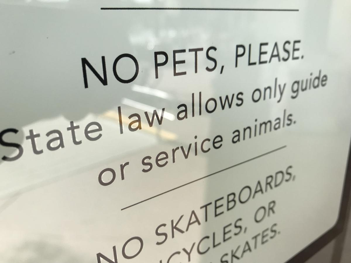 Publix sign on pet policy at store in Mount Pleasant