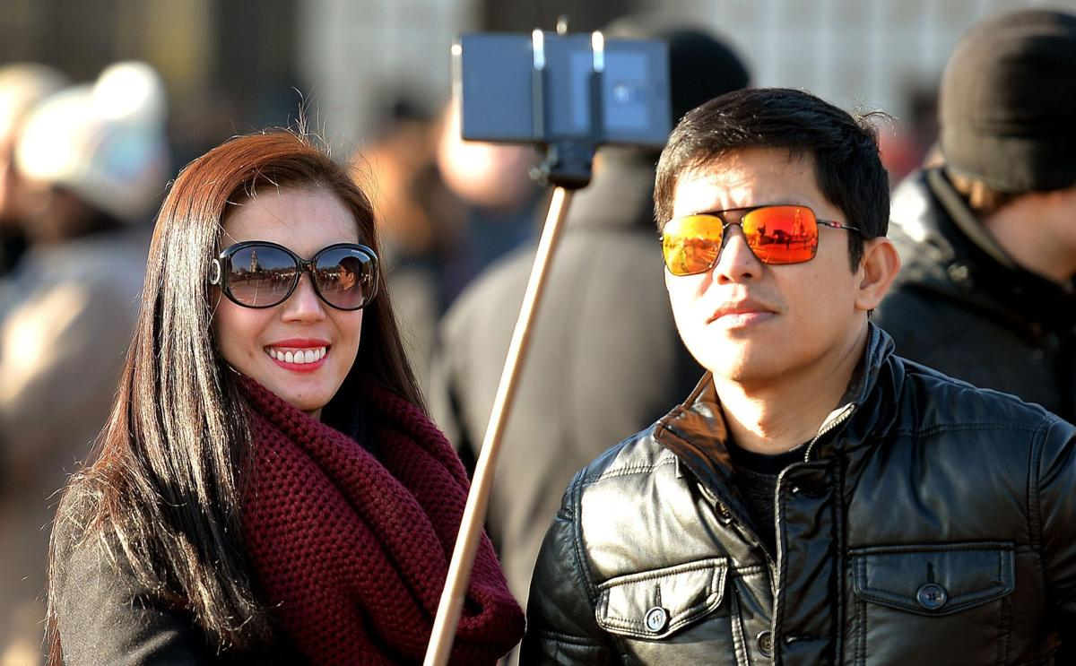 'Selfie stick' bans go into effect globally (copy) (copy)
