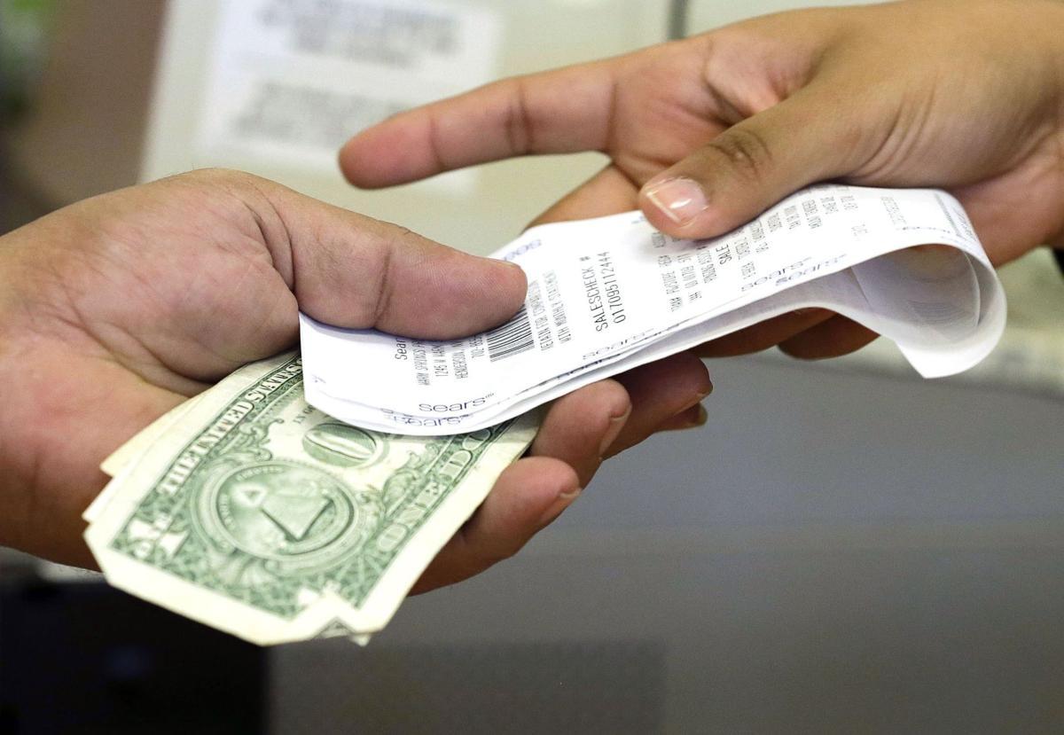 U.S. consumer spending dips 0.1 percent