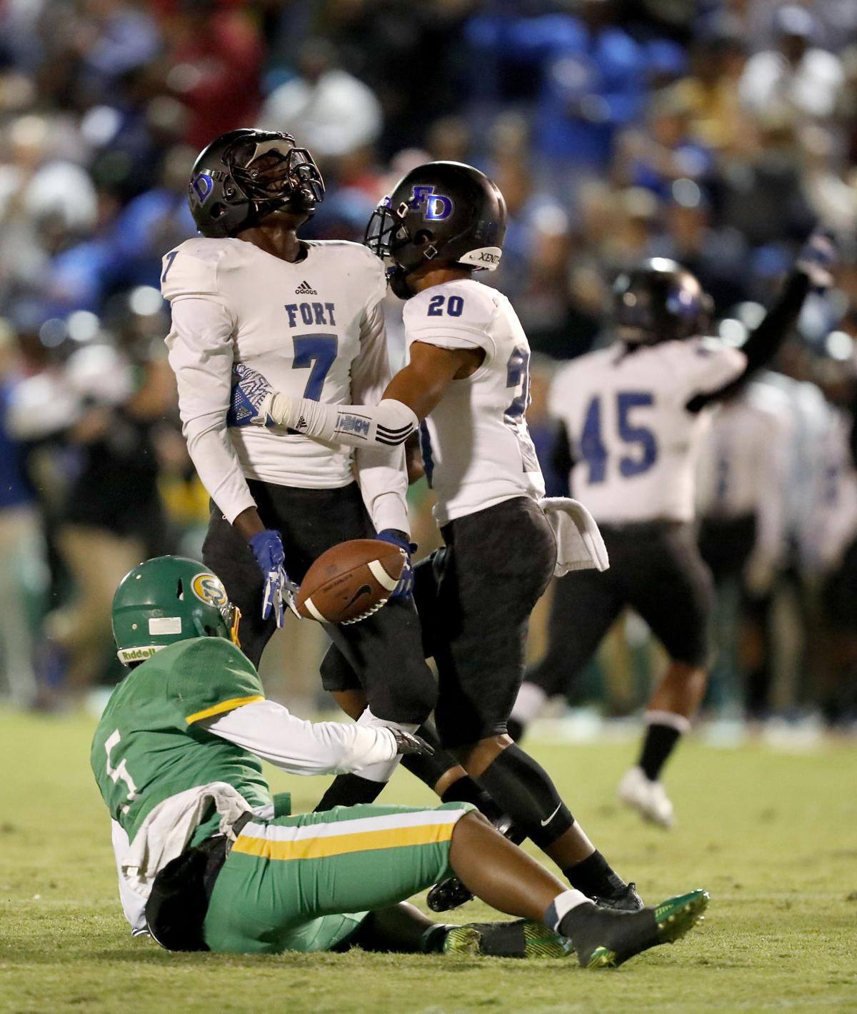 Fort Dorchester Stays Unbeaten Wins Region Title With 34 13 Victory