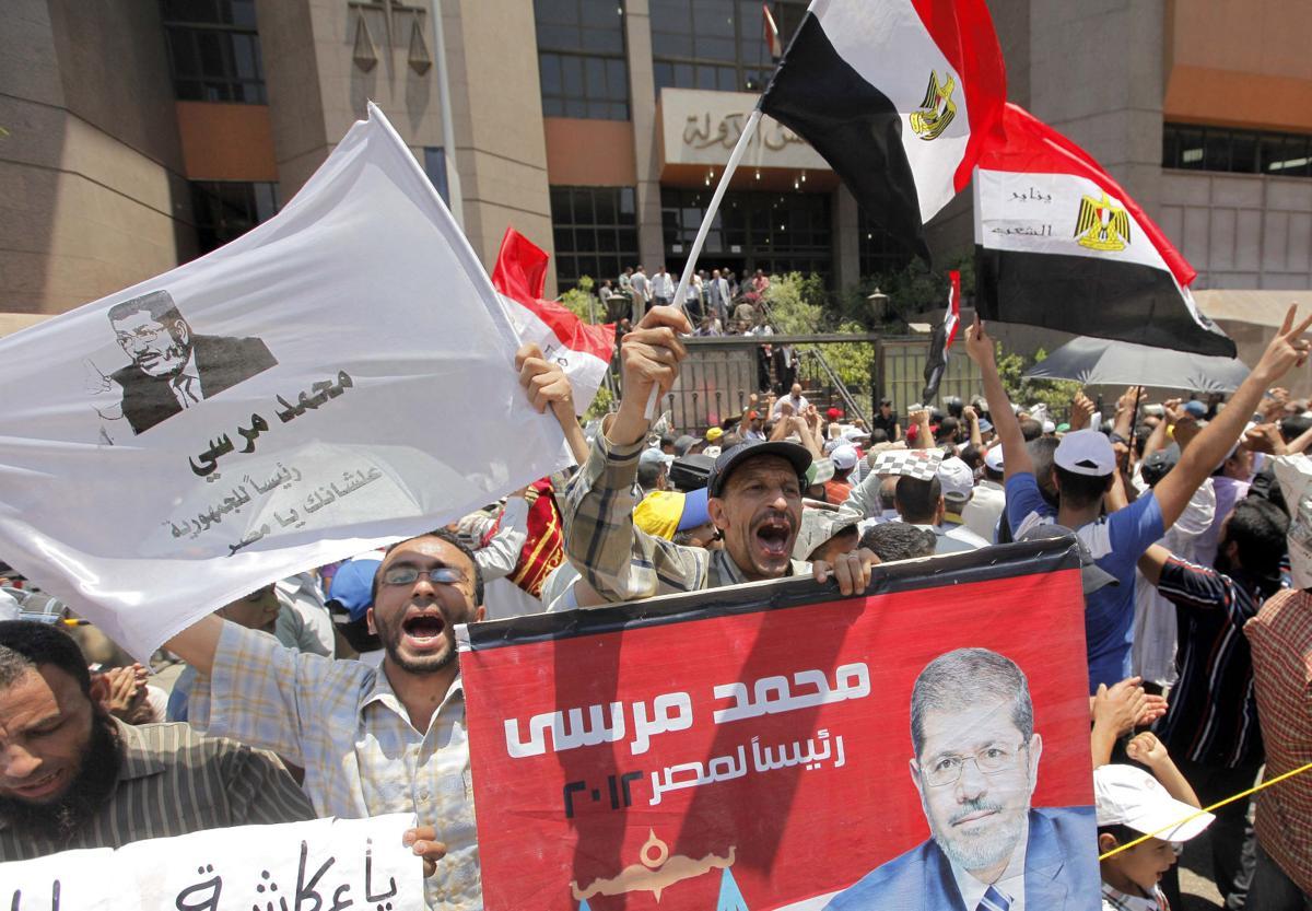 Morsi slow to name premier