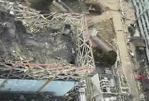 Workers enter Japan nuclear reactor building