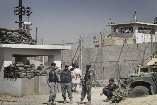 Taliban tunnels at least 480 out of Afghan prison