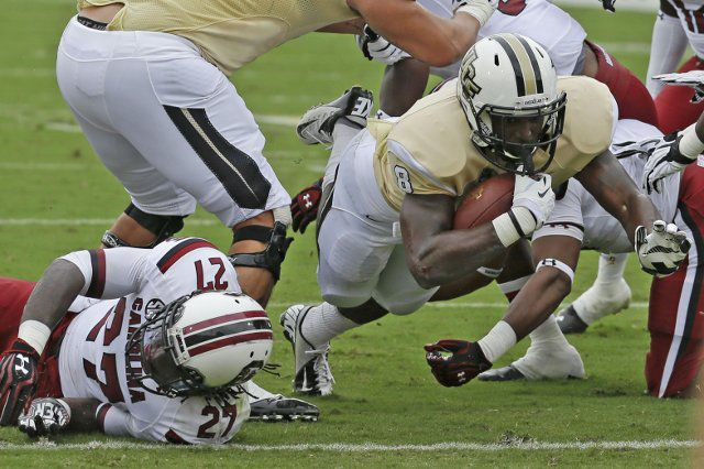 LIVE BLOG: Follow and join the live discussion today for the USC vs. UCF game