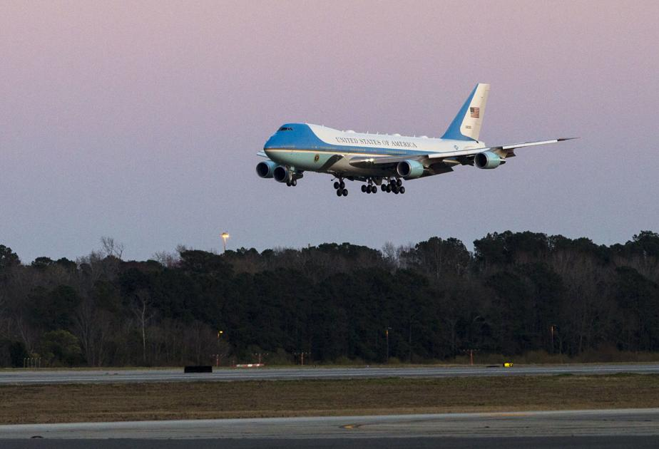 Backup Air Force One Lands In Charleston Before Trump S Florida