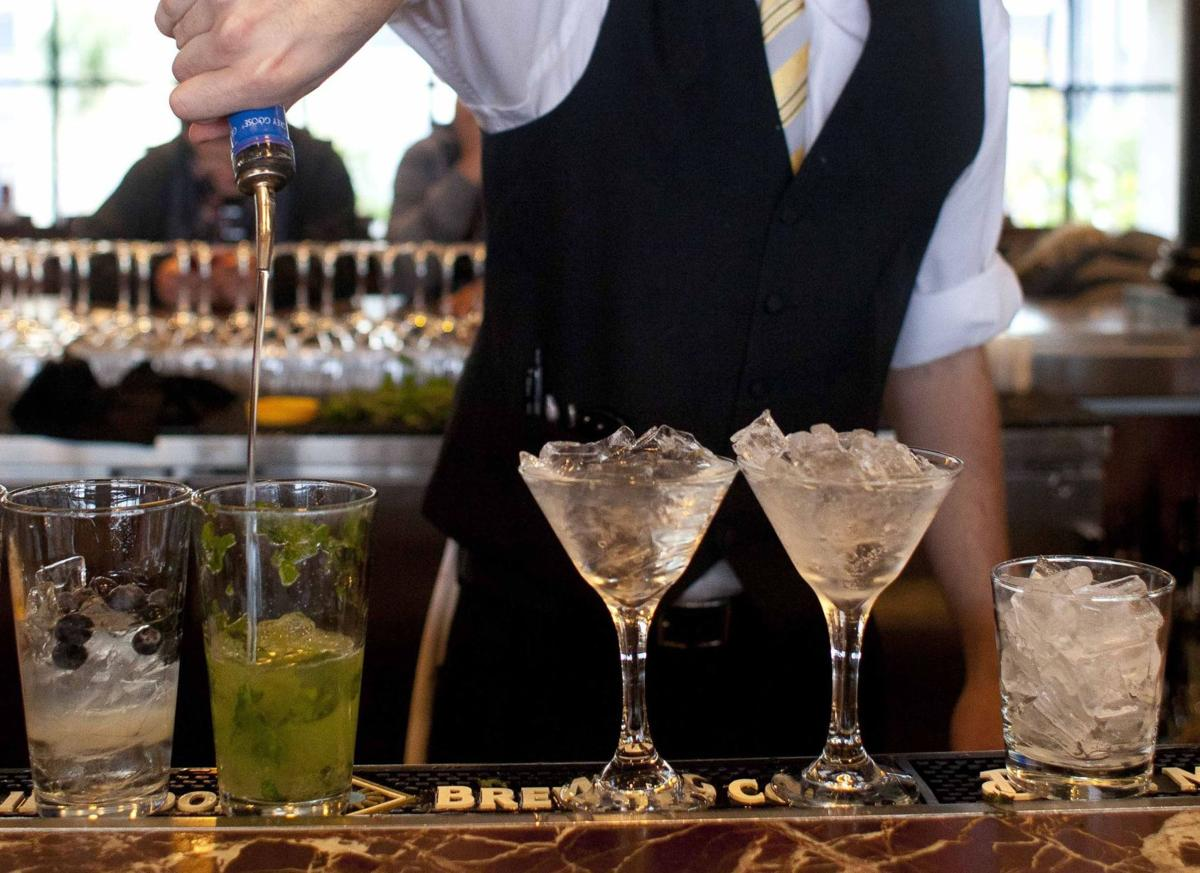 Drinking linked to faster mental decline in men