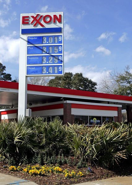 Gas price stable as crude climbs