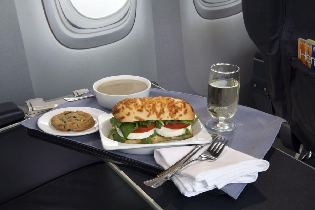 United lures top fliers with first-class food options