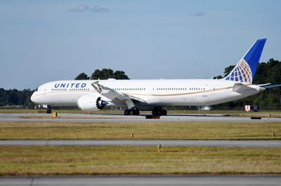 United Airlines 787-10