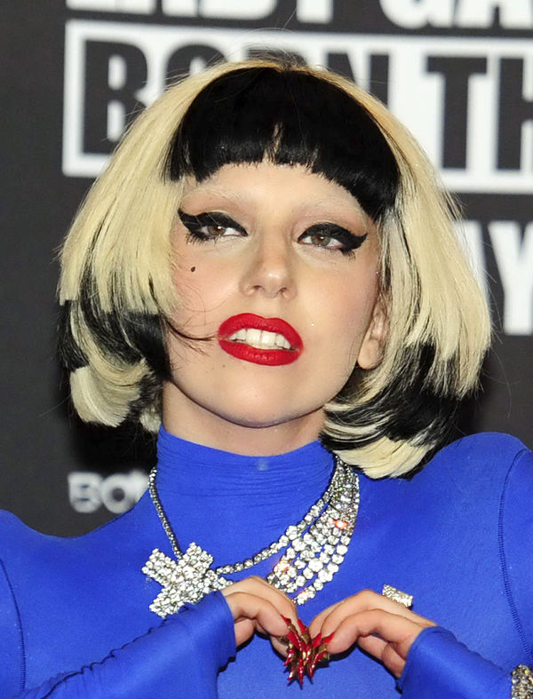 Lady Gaga to release new songs on FarmVille game