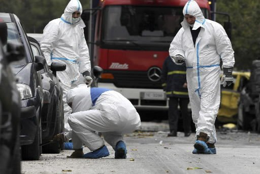 Greek motorcycle bomb damages court buildings