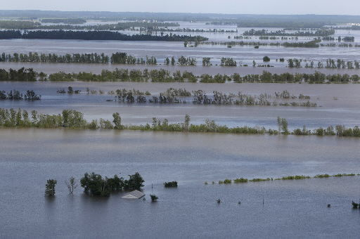 Flood unease builds south along the Mississippi