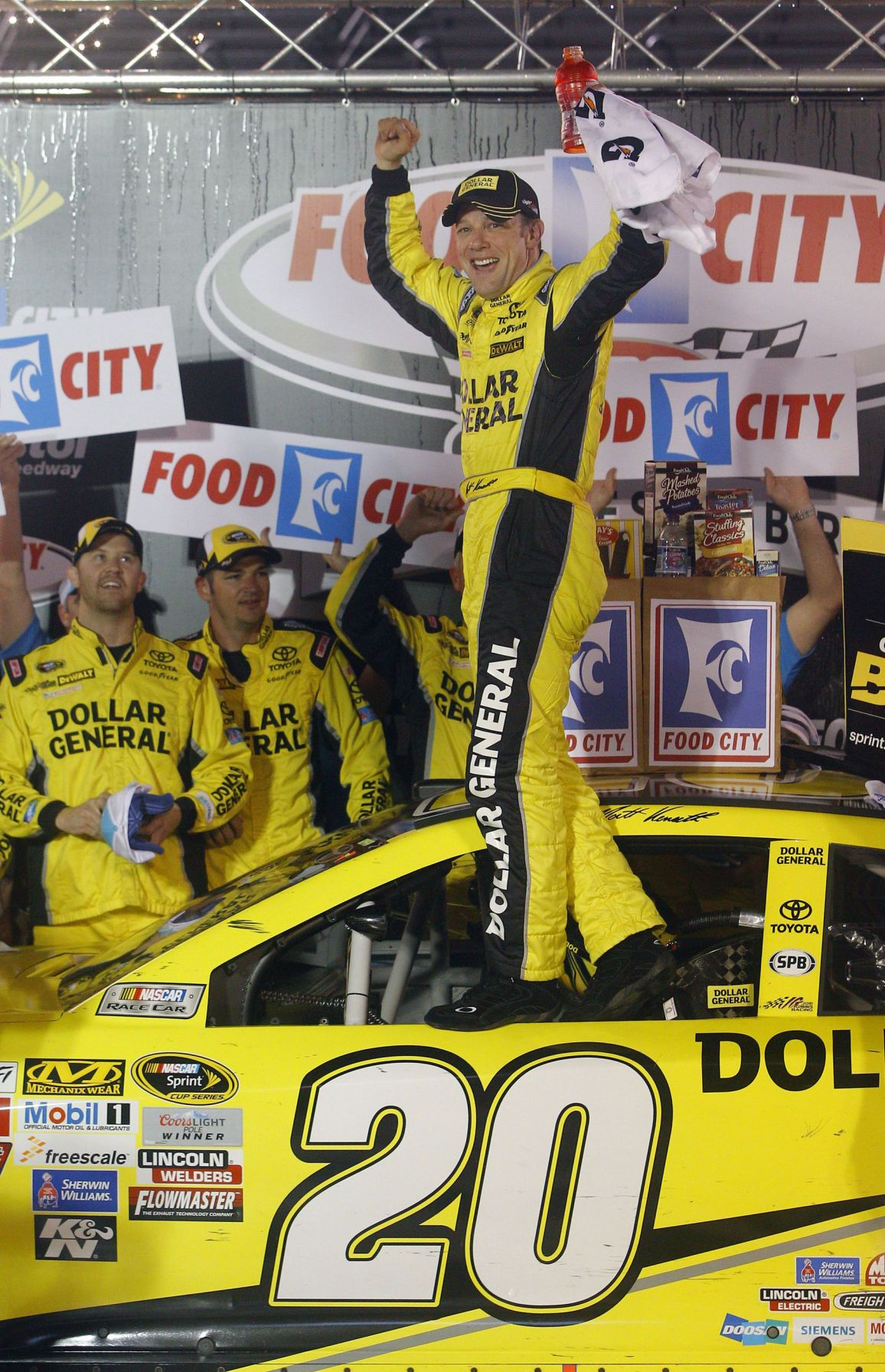 Kenseth ends 51-race drought with win at rainy Bristol