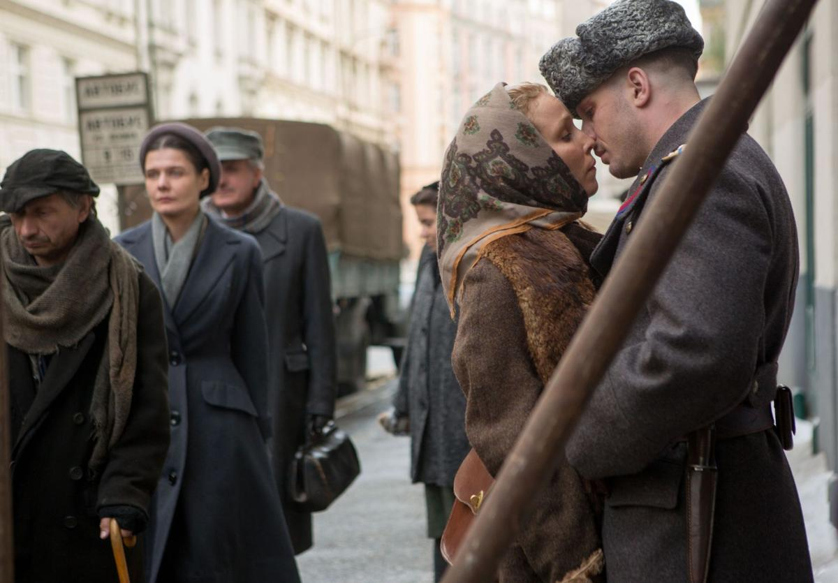 'Child 44': Hunting a serial killer as a political enemy nips at their heels