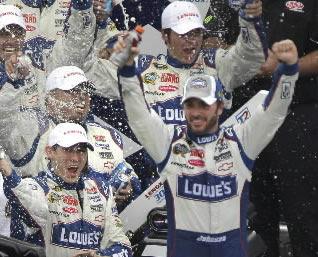 NASCAR: Johnson takes second straight