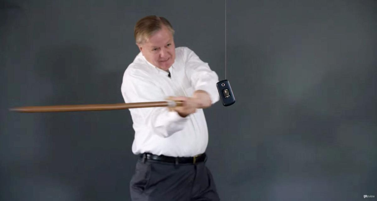 Lindsey Graham makes video destroying his Donald Trump-tainted cell phone