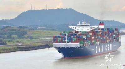 Panama Canal cotnaianer ships