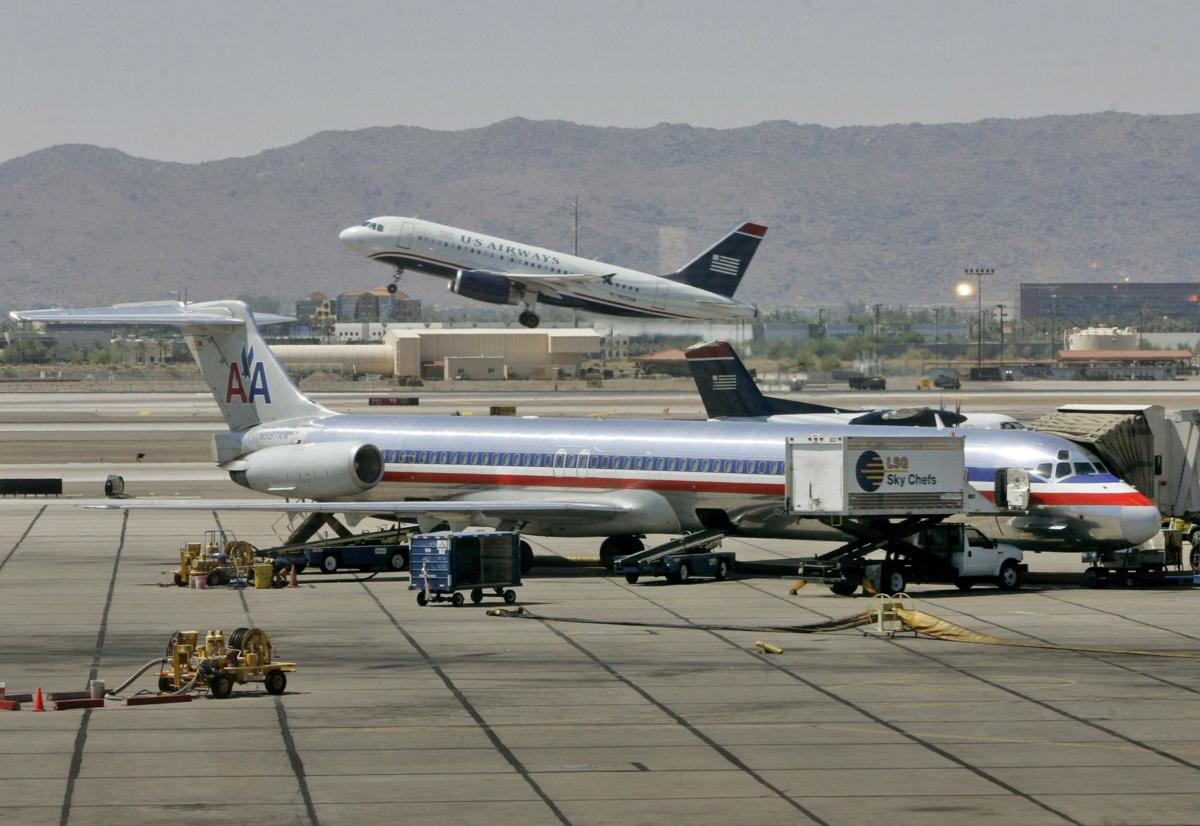 American Airlines agrees to study merger idea