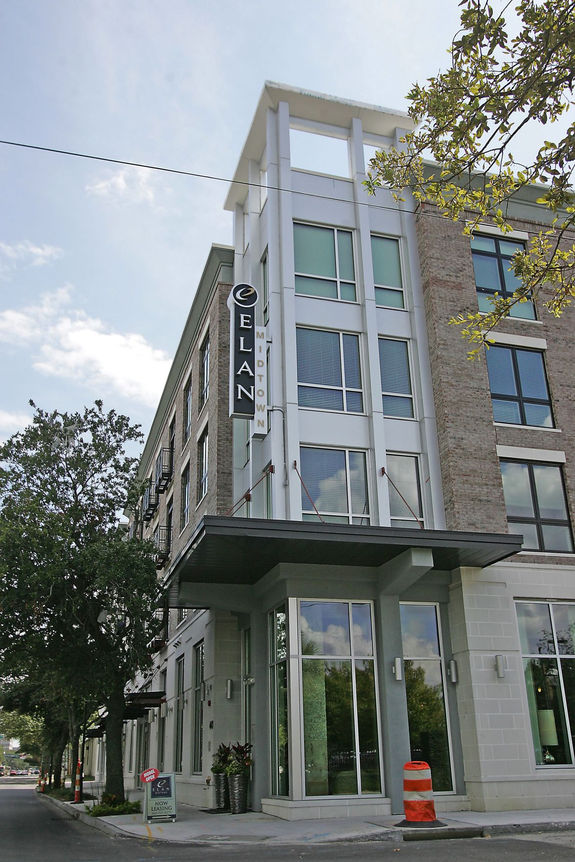 Elan Midtown — First tenants move into plush downtown Charleston apartment village, to include pool and retail spaces