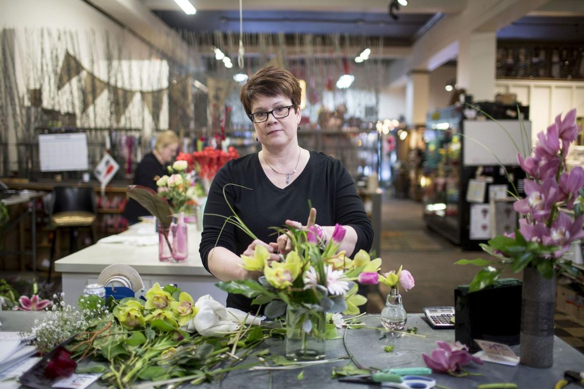 Florist-friendly marketplaces help local flower shops hang on