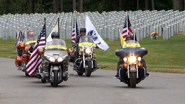 'Unwavering respect' Patriot Guard Riders shield mourners of military dead