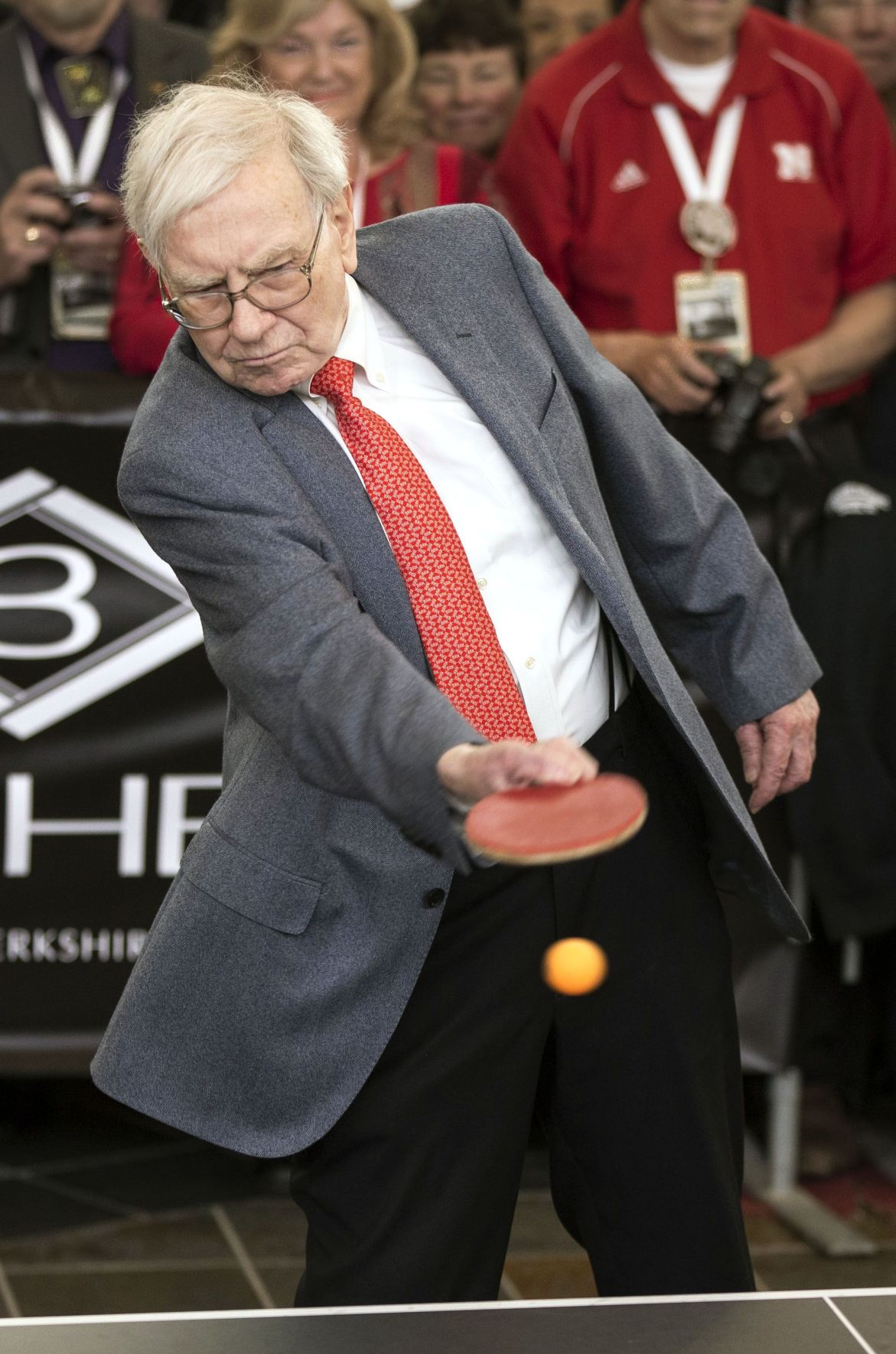 Billionaire investor Warren Buffett to auction annual lunch for charity in June