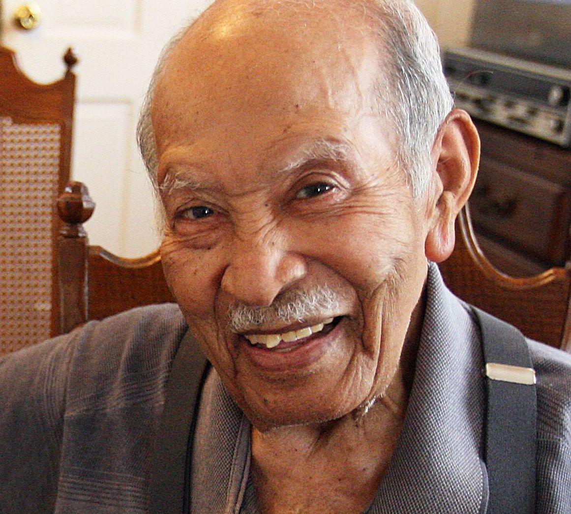 Tuskegee Airman Gibson dies at 89