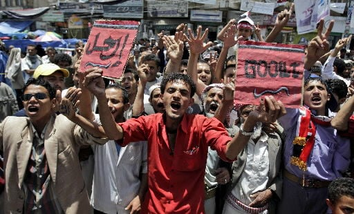 Yemen warplanes bomb Islamists who seized town