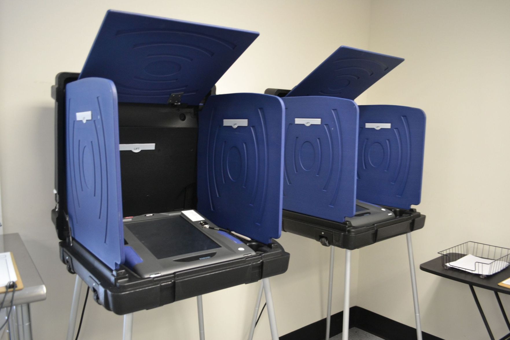 Beau Goose Creek Voters On Tuesday Could Not Cast Their Ballots Electronically  After 12 Voting Machines Malfunctioned.