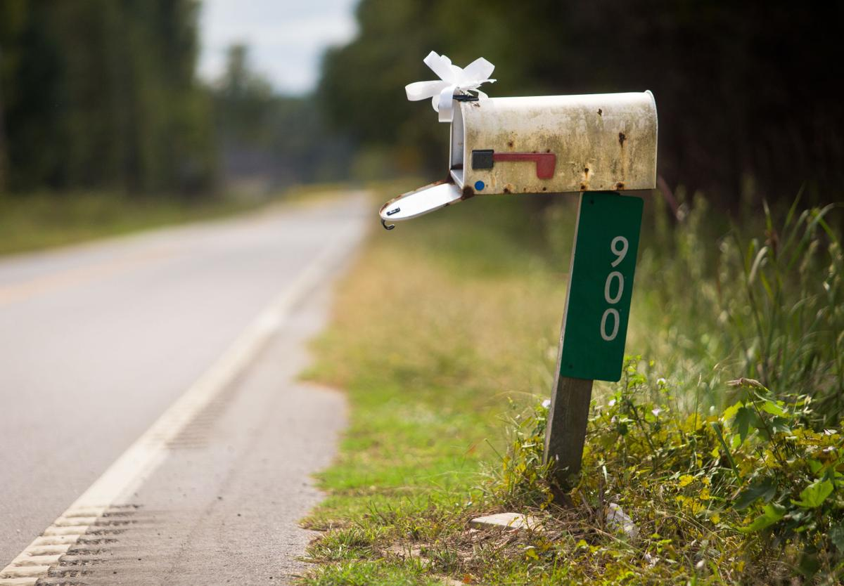 ribbon on mailbox.jpg