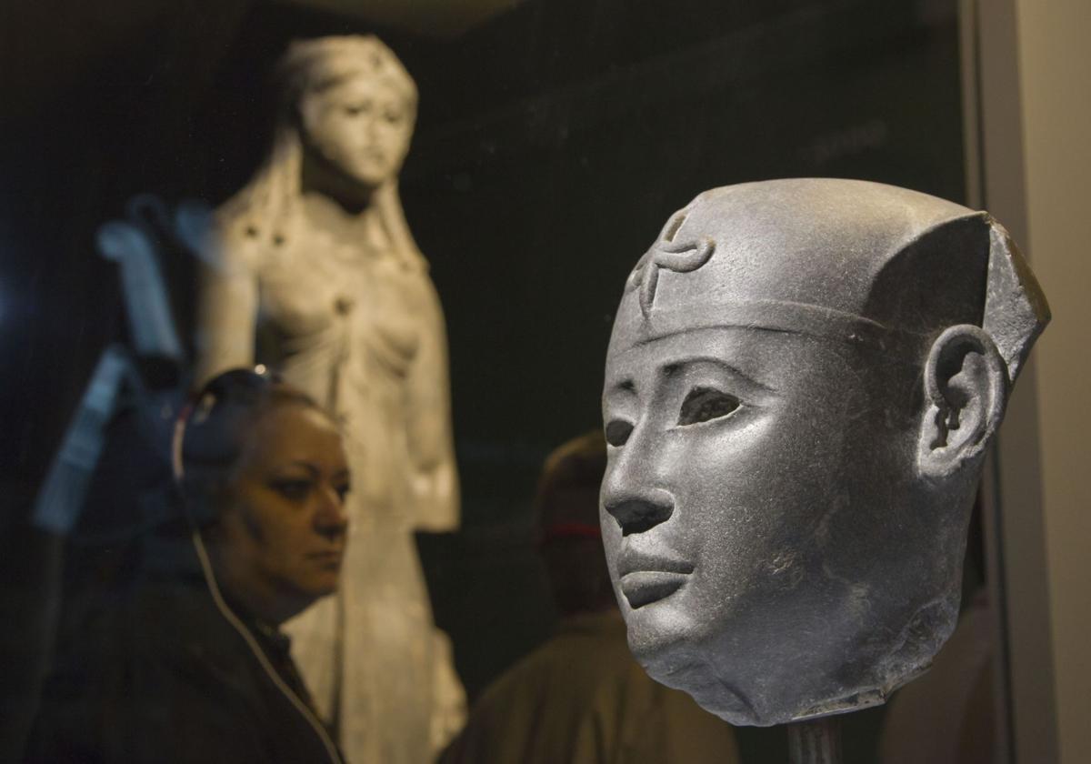 Egypt exhibit holds message for militants