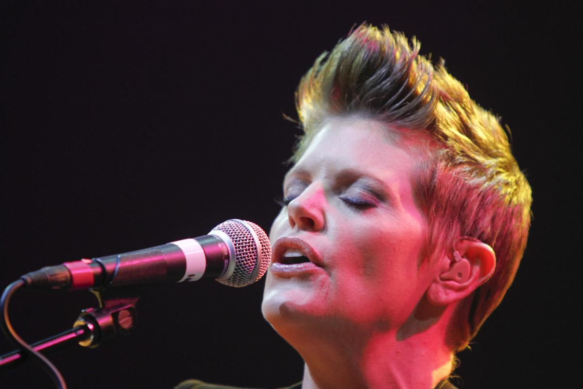 Dixie Chicks' Maines moving on as solo artist